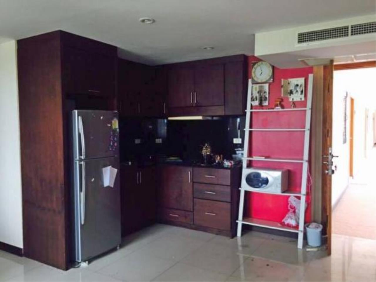 RE/MAX Town & Country Property Agency's Central condo for sale and rent 5