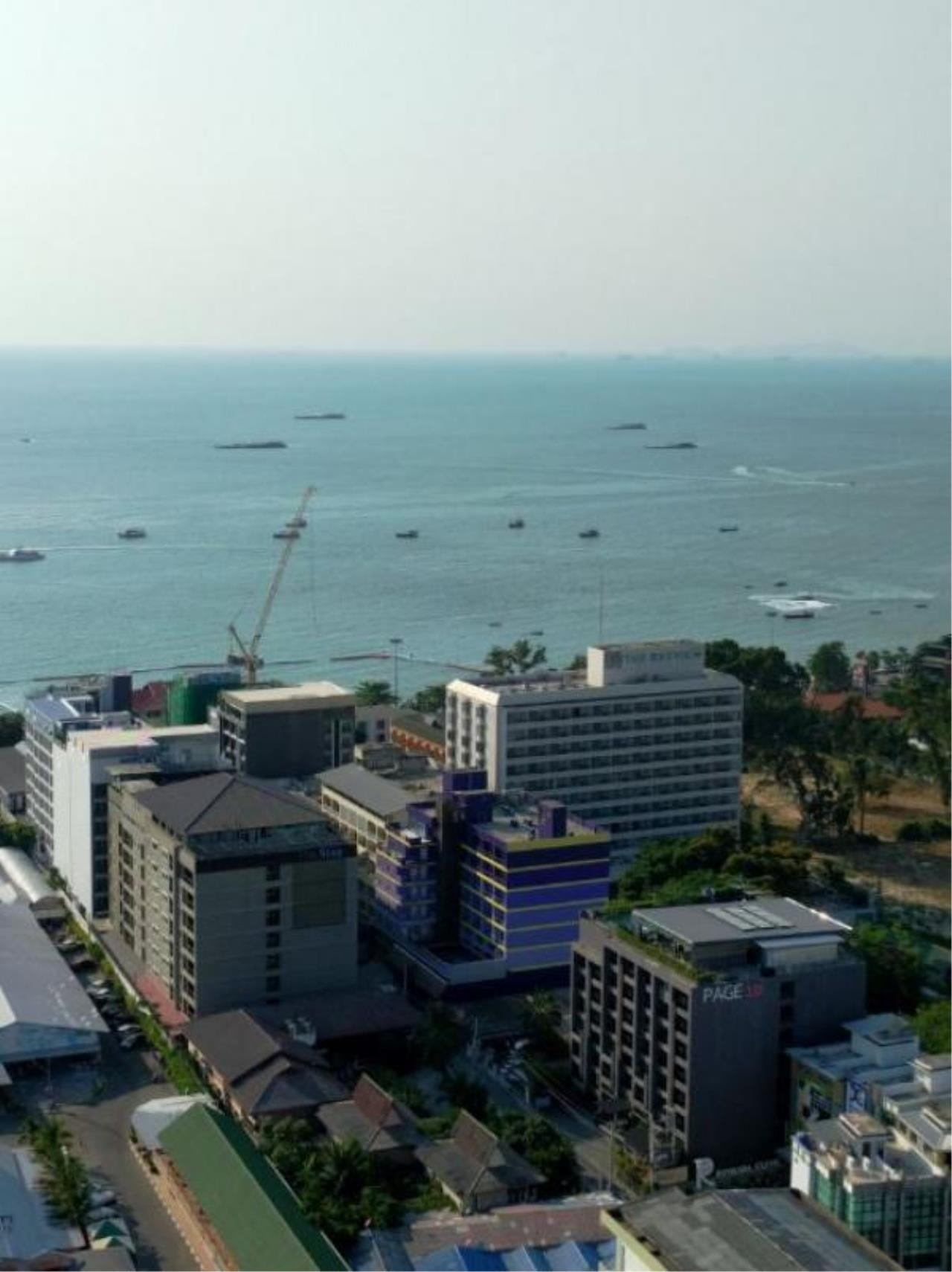 RE/MAX Town & Country Property Agency's Nice condo in Central Pattaya 5
