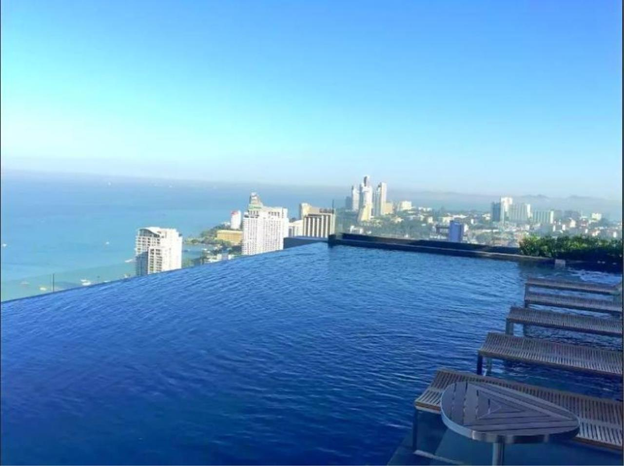 RE/MAX Town & Country Property Agency's Great sea view condo in Central Pattaya 1