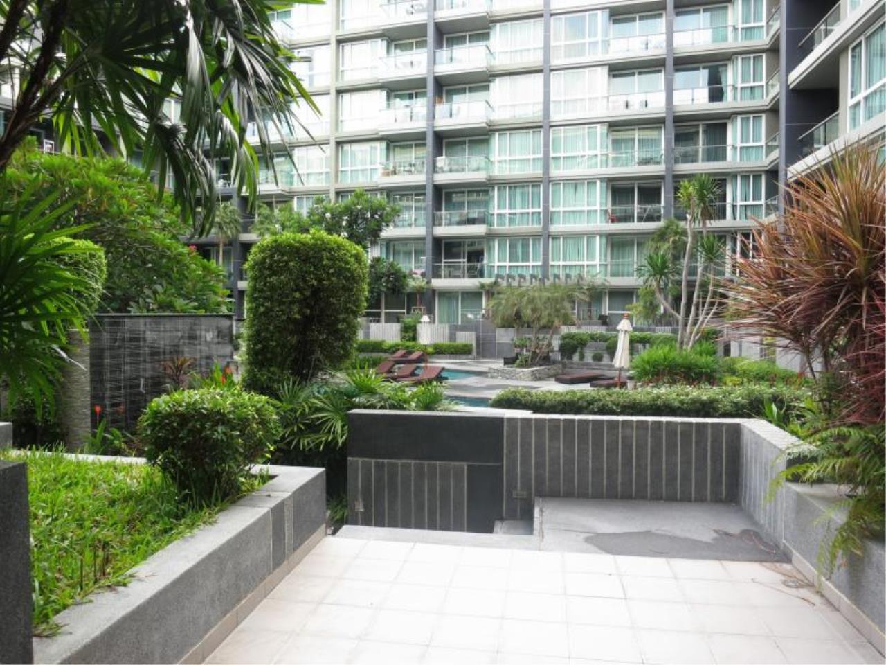 RE/MAX Town & Country Property Agency's Attractive city-center condo! 4