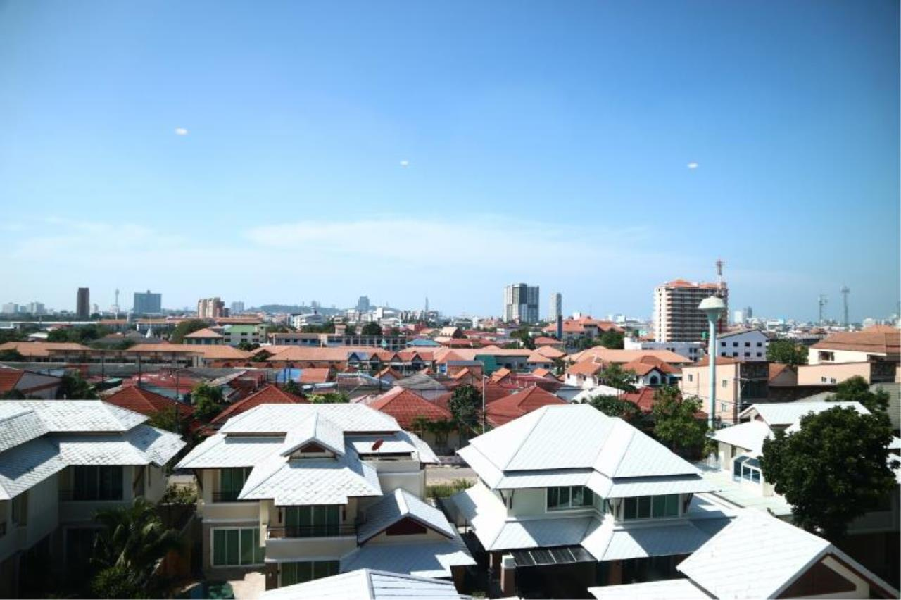 RE/MAX Town & Country Property Agency's 1 Bedroom condo in East Pattaya 11