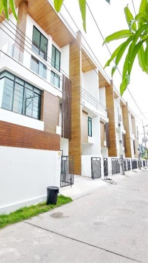 RE/MAX Town & Country Property Agency's Townhouse  For Sale in Khaotalo 2