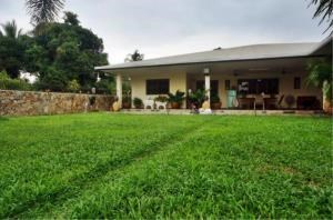 RE/MAX Town & Country Property Agency's Large Modern Single Story House on 1 Rai of Land. 10