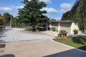 RE/MAX Town & Country Property Agency's Large Modern Single Story House on 1 Rai of Land. 11