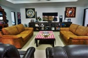 RE/MAX Town & Country Property Agency's Large Modern Single Story House on 1 Rai of Land. 4