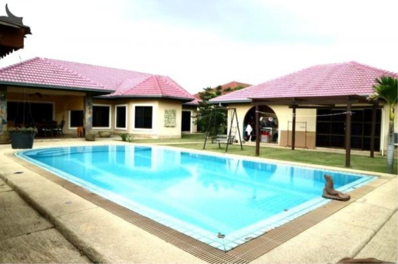 RE/MAX Town & Country Property Agency's Pool Villa House for sale in East Pattaya 1