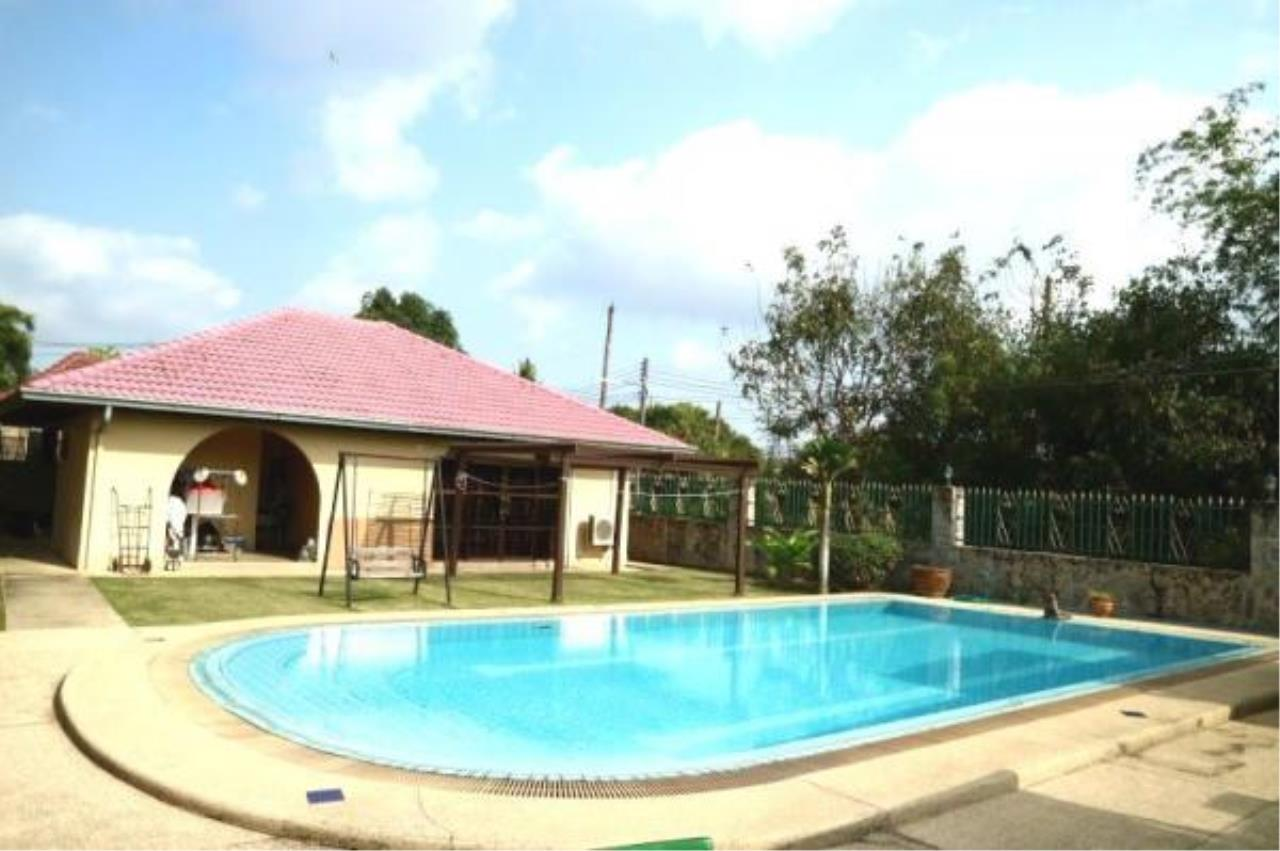 RE/MAX Town & Country Property Agency's Pool Villa House for sale in East Pattaya 2
