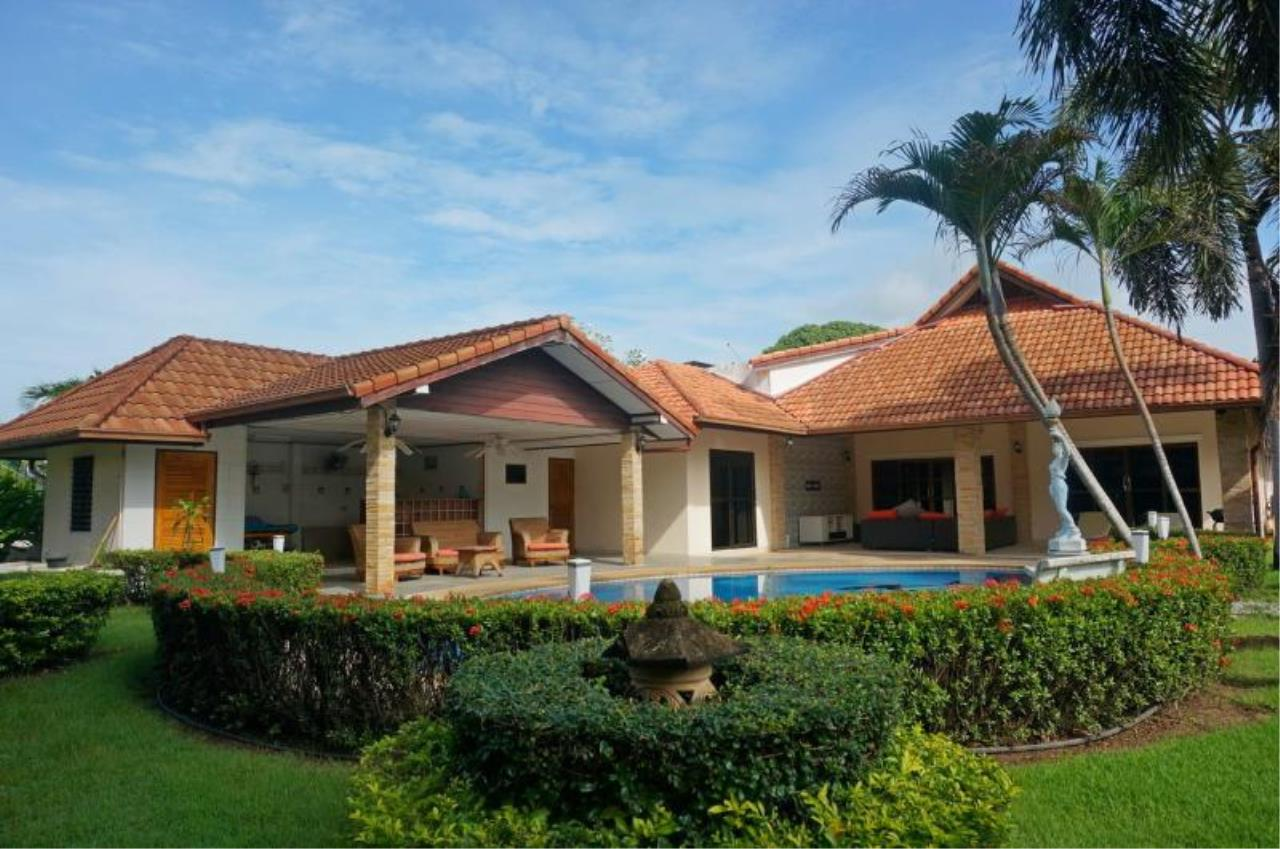 RE/MAX Town & Country Property Agency's Large home with 5 bedrooms 1