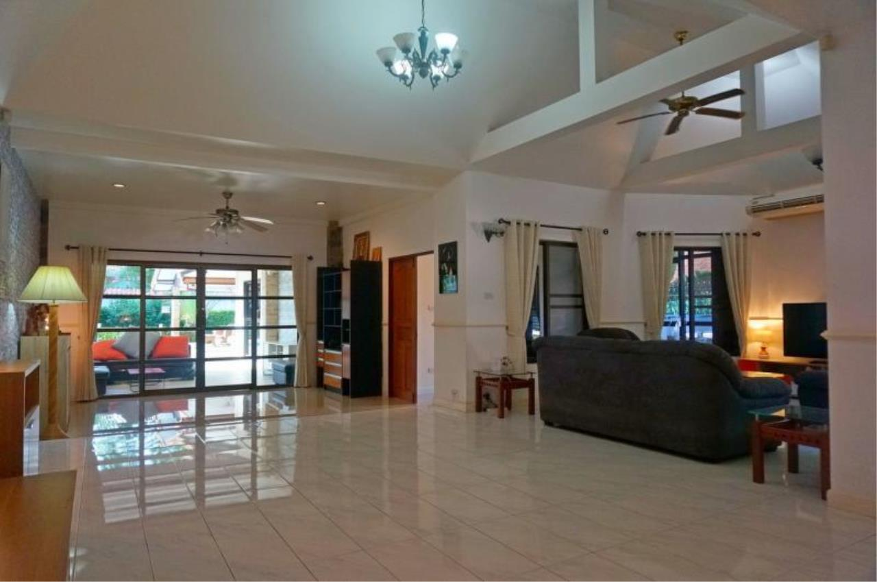 RE/MAX Town & Country Property Agency's Large home with 5 bedrooms 5