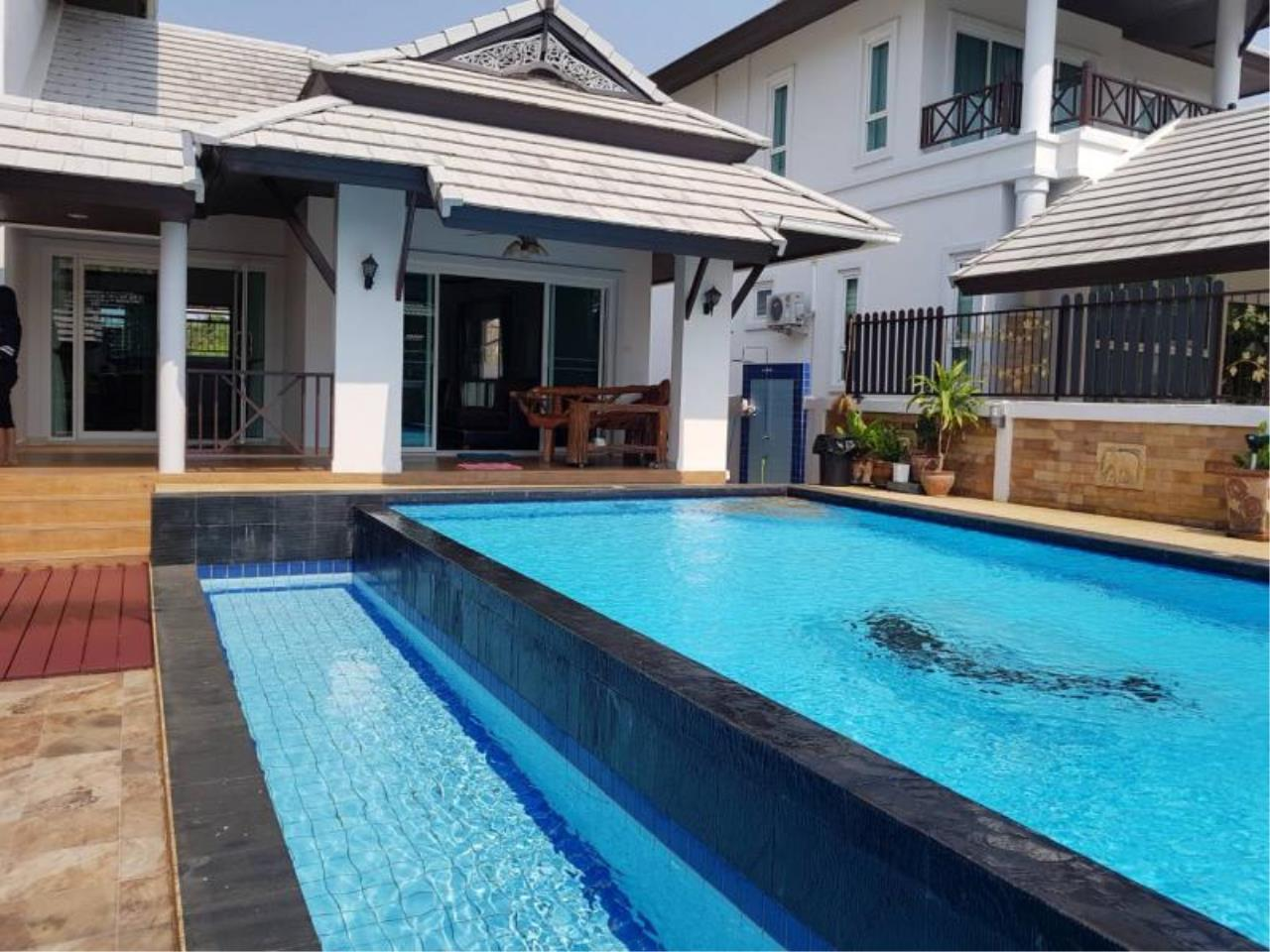 RE/MAX Town & Country Property Agency's Pool villa on convenient location 2