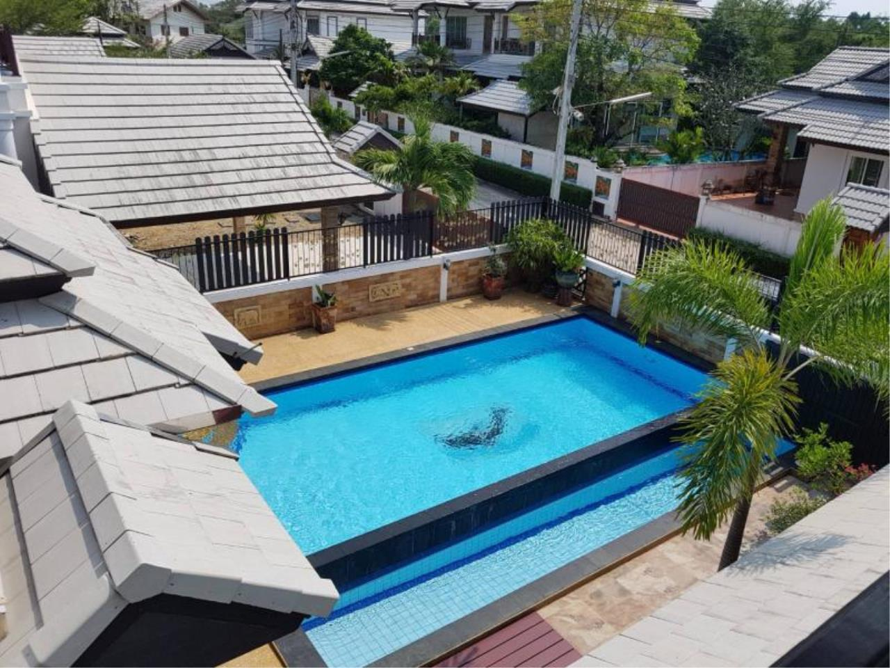 RE/MAX Town & Country Property Agency's Pool villa on convenient location 3