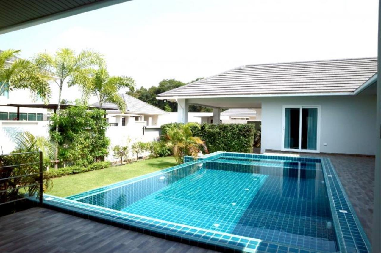 RE/MAX Town & Country Property Agency's Luxury house in East Pattaya 1