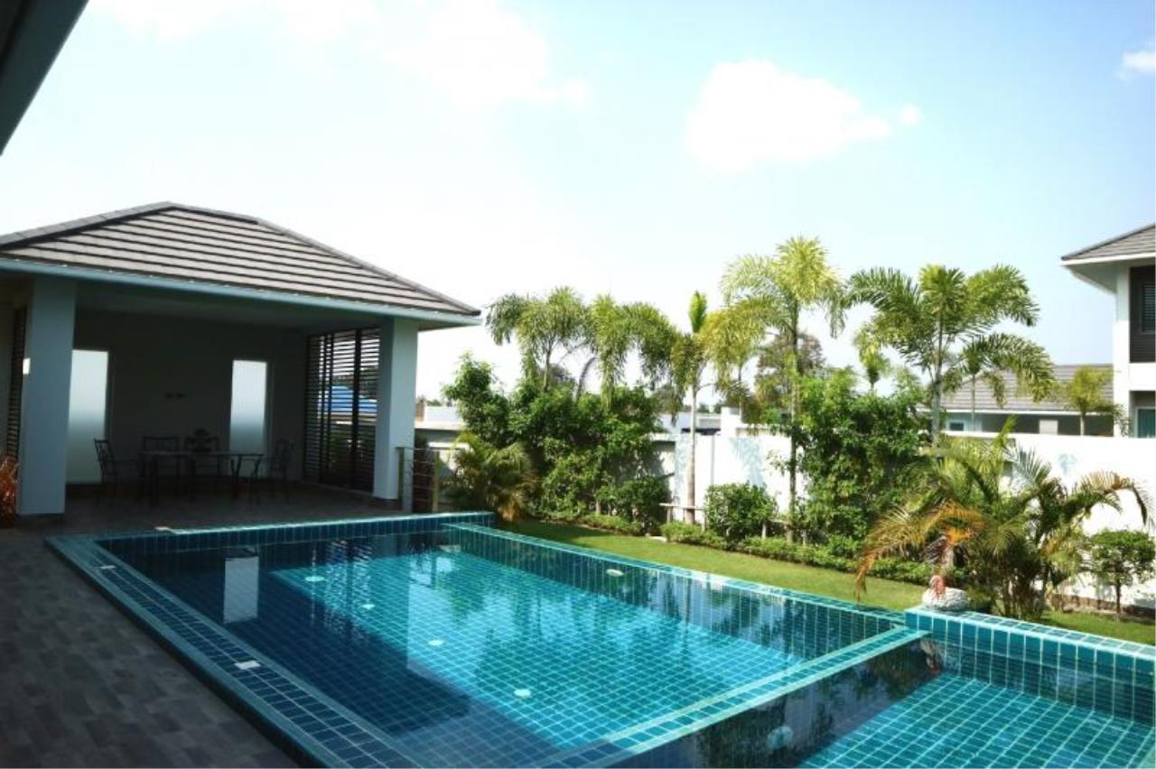 RE/MAX Town & Country Property Agency's Luxury house in East Pattaya 3