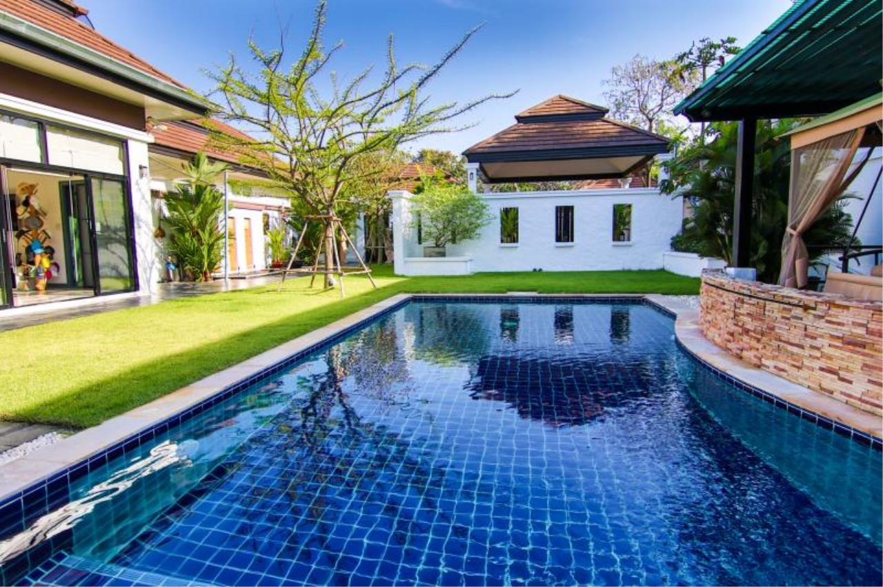 RE/MAX Town & Country Property Agency's Trendy modern-style home East Pattaya 1
