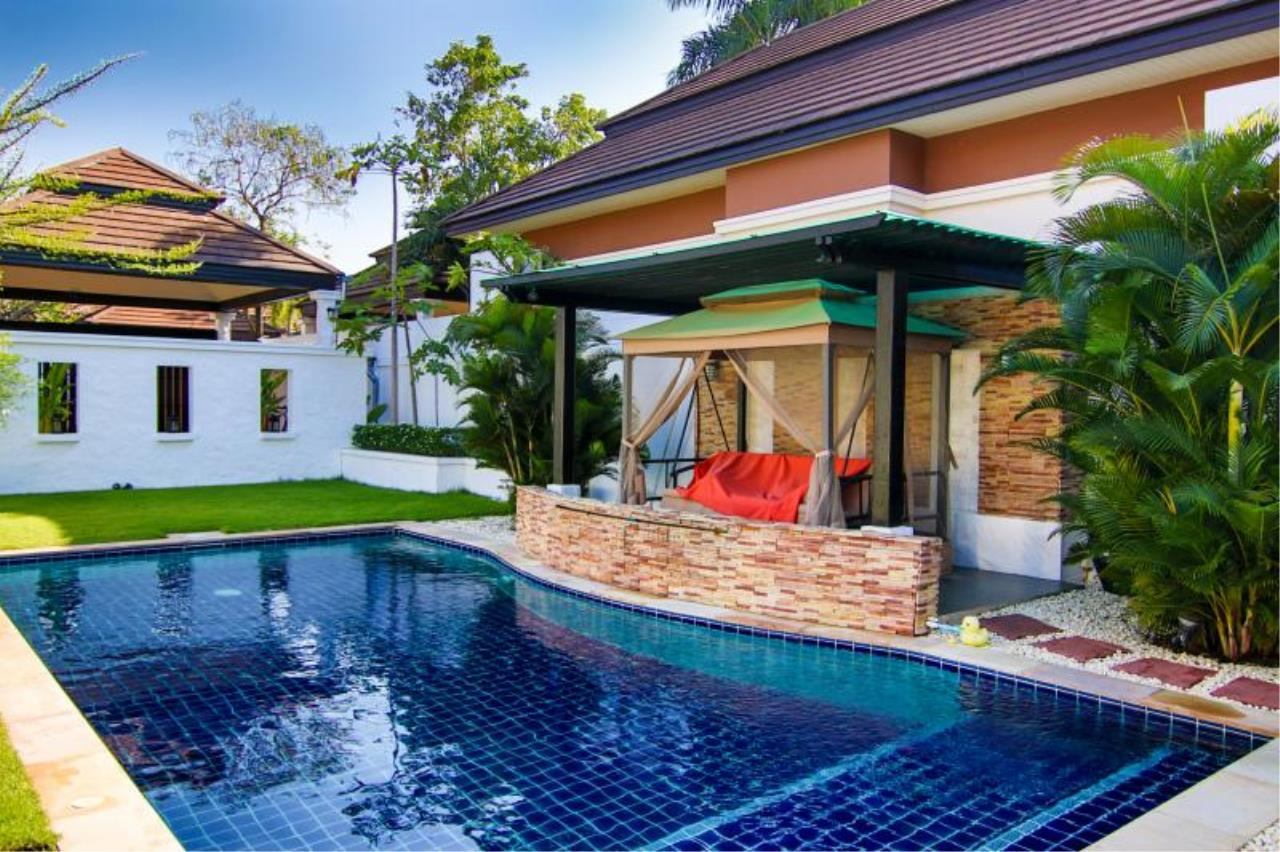 RE/MAX Town & Country Property Agency's Trendy modern-style home East Pattaya 2