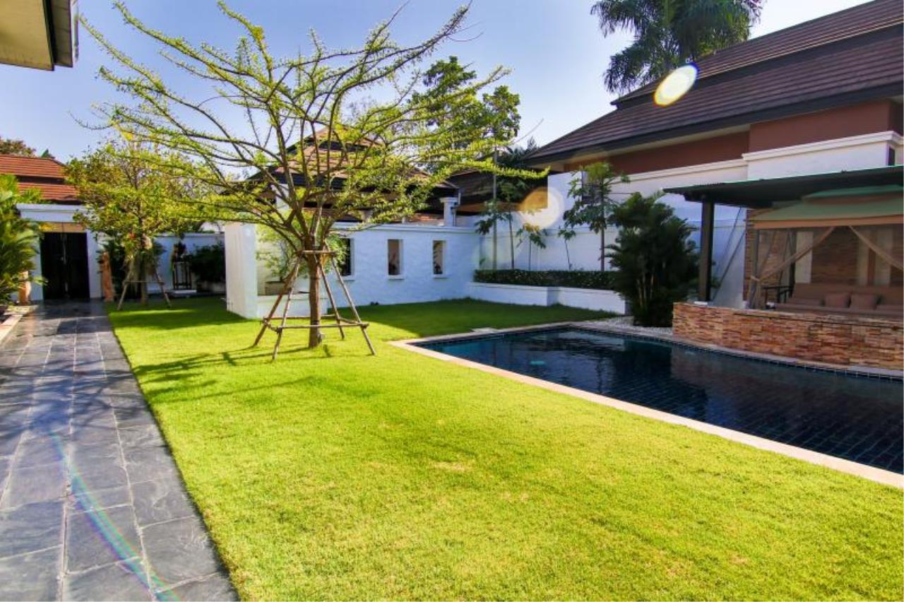 RE/MAX Town & Country Property Agency's Trendy modern-style home East Pattaya 4