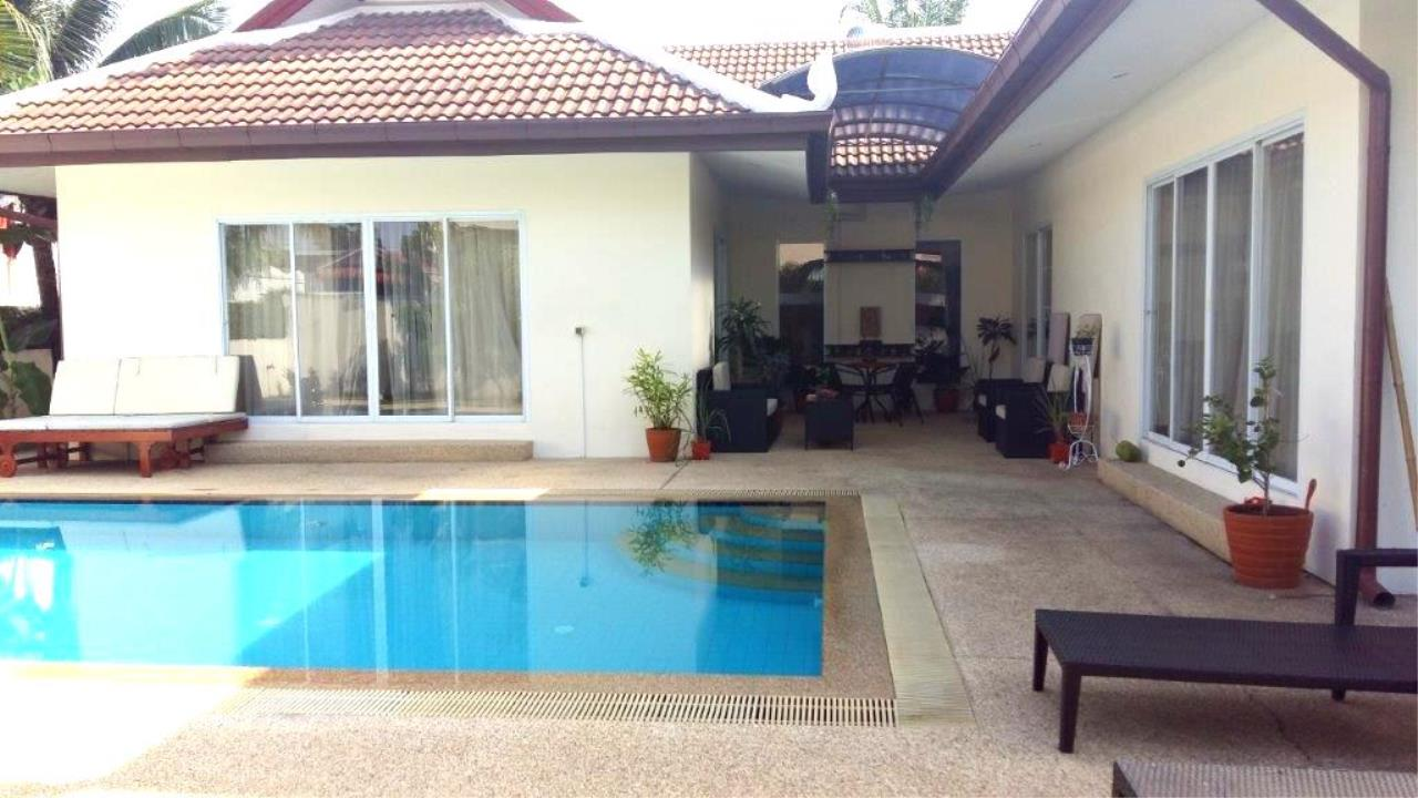 RE/MAX Town & Country Property Agency's Villas House in Huay Yai 1