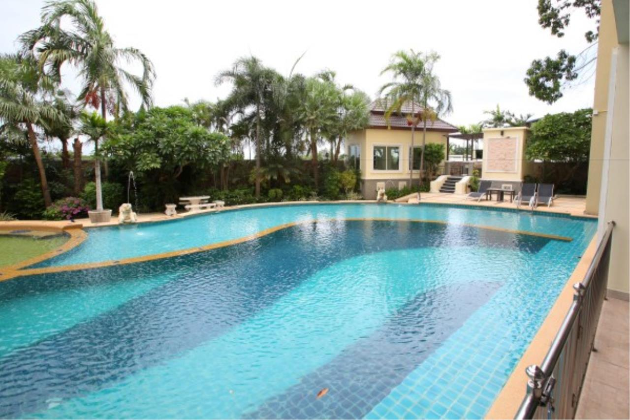 RE/MAX Town & Country Property Agency's Direct access to the lagoon pool.. 9