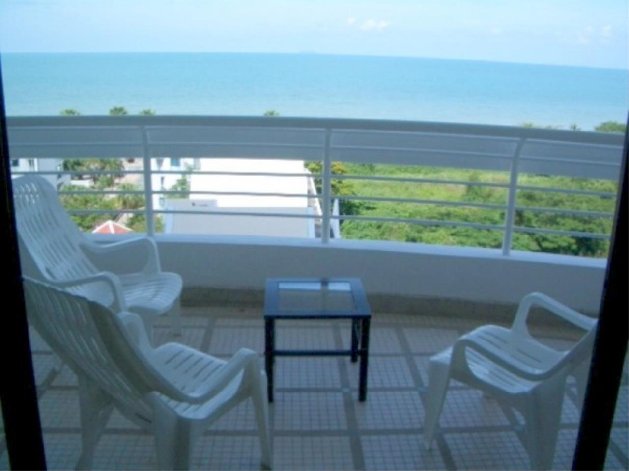 RE/MAX Town & Country Property Agency's Beachfront condominium 2