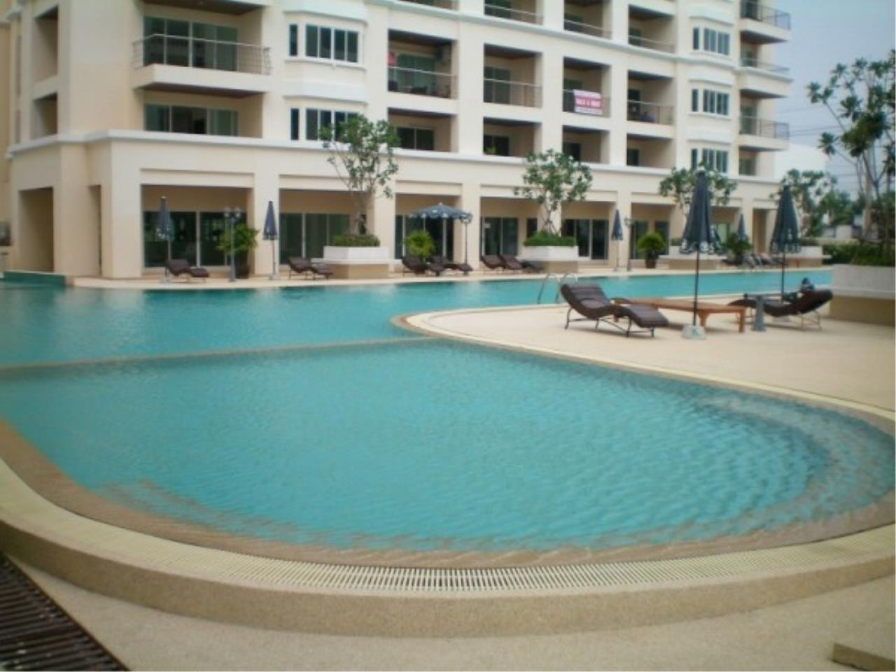 RE/MAX Town & Country Property Agency's Attractive condo at center of Jomtien 1