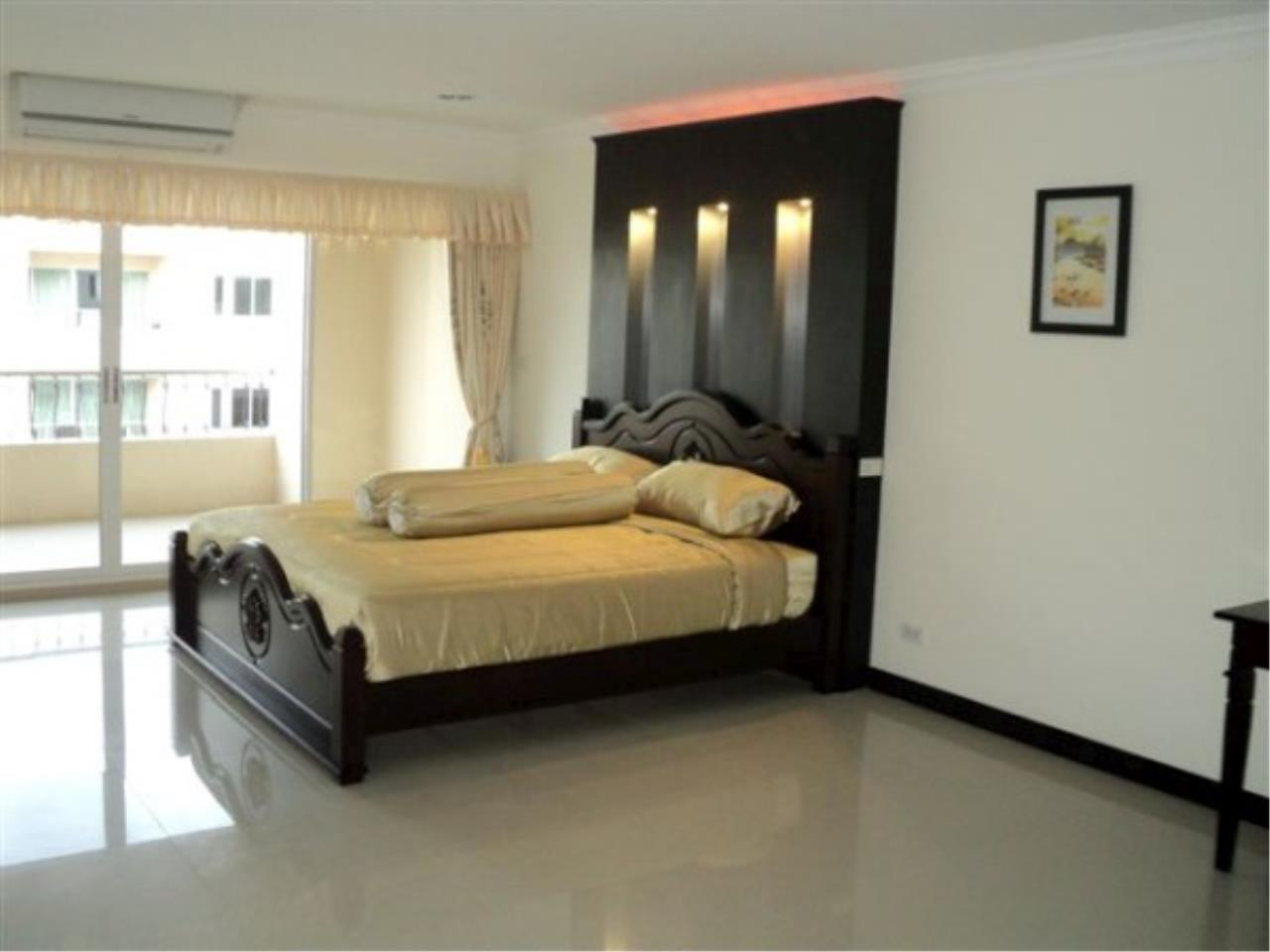 RE/MAX Town & Country Property Agency's Attractive condo at center of Jomtien 10