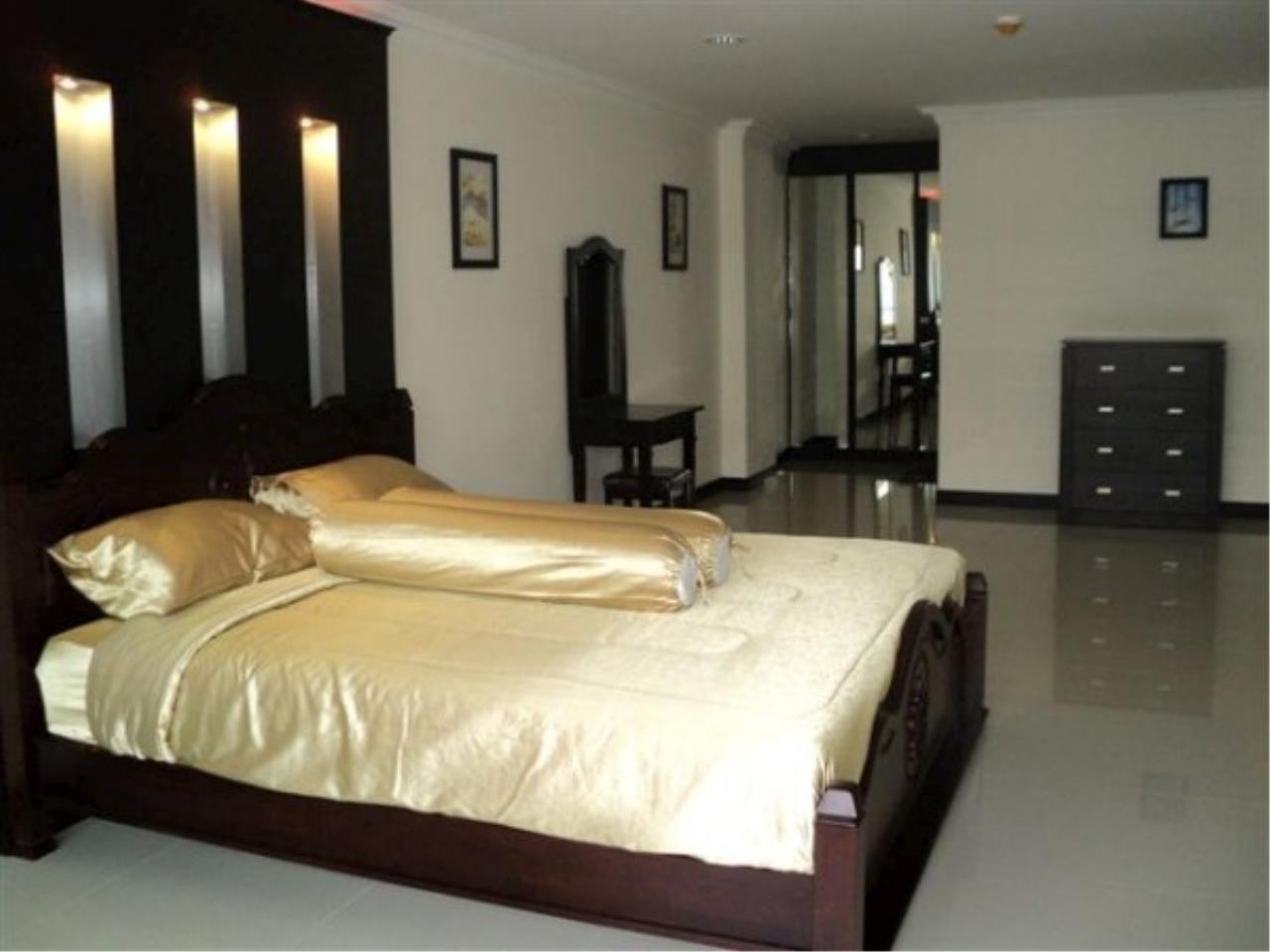 RE/MAX Town & Country Property Agency's Attractive condo at center of Jomtien 11