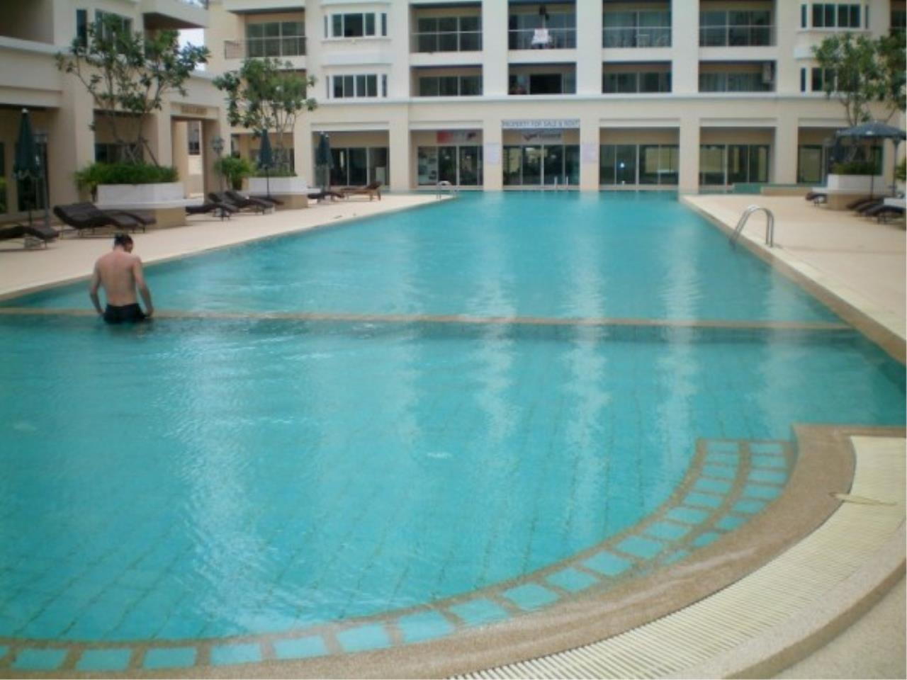 RE/MAX Town & Country Property Agency's Attractive condo at center of Jomtien 2