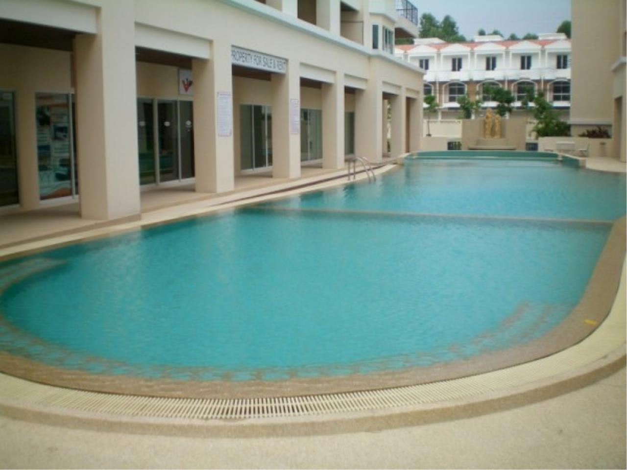 RE/MAX Town & Country Property Agency's Attractive condo at center of Jomtien 3