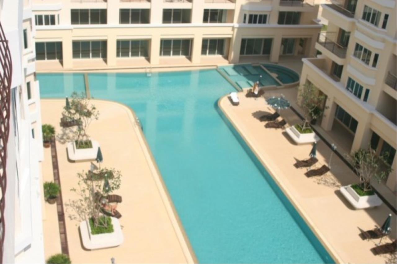 RE/MAX Town & Country Property Agency's Attractive condo at center of Jomtien 4