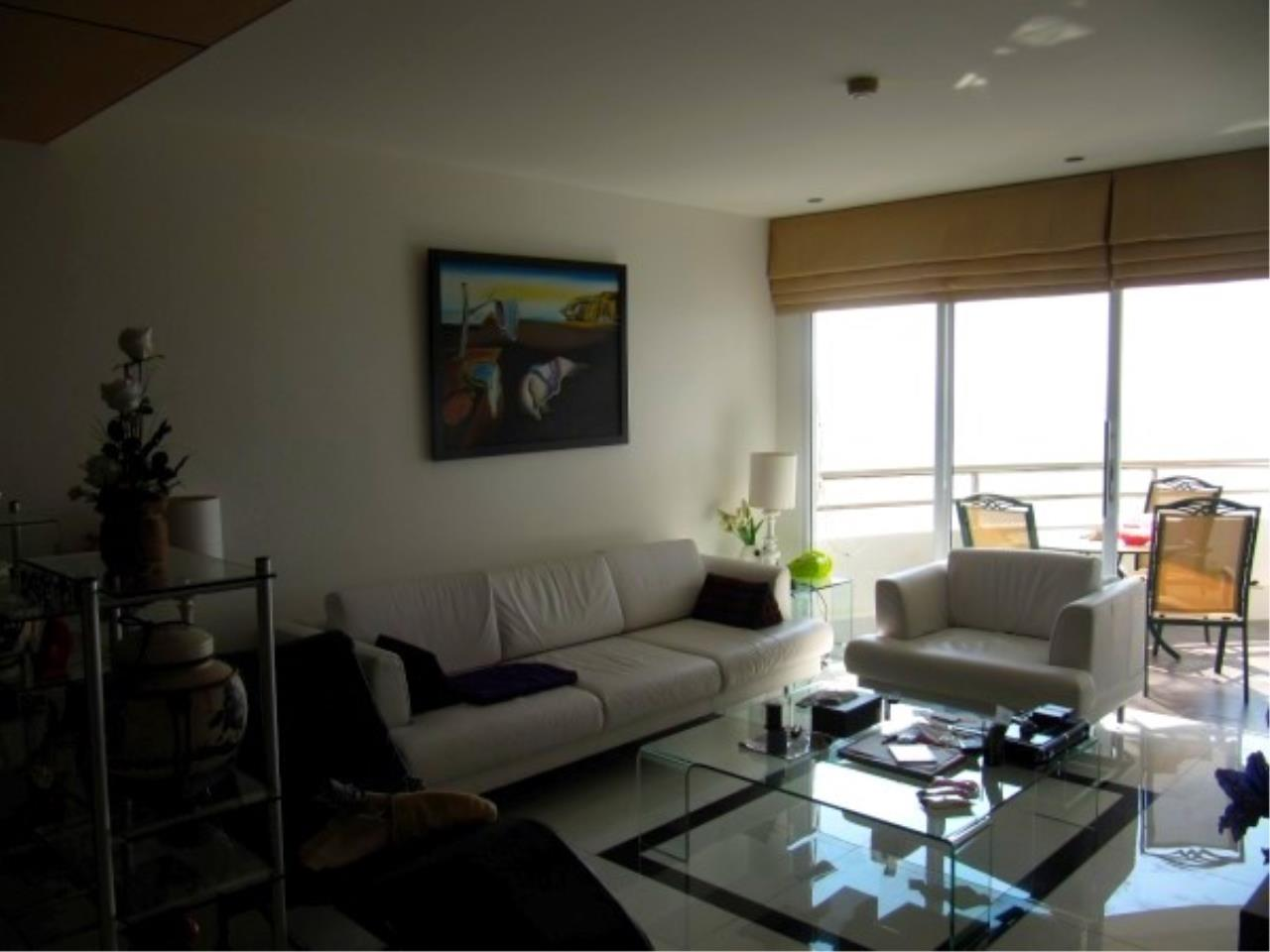 RE/MAX Town & Country Property Agency's Beachfront Condo in Na Jomtien 6