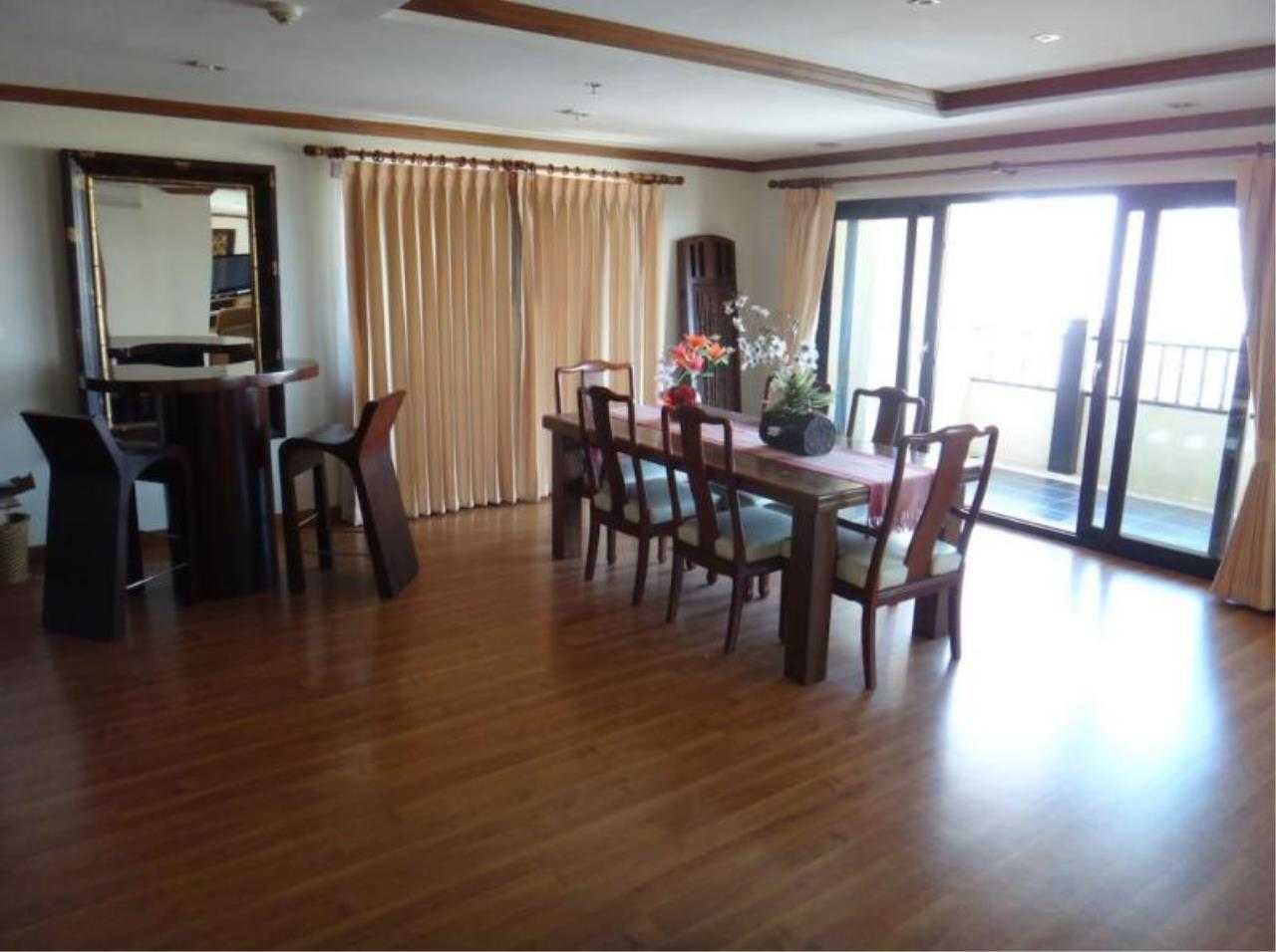 RE/MAX Town & Country Property Agency's Nice 2 bedroom condo for sale 4