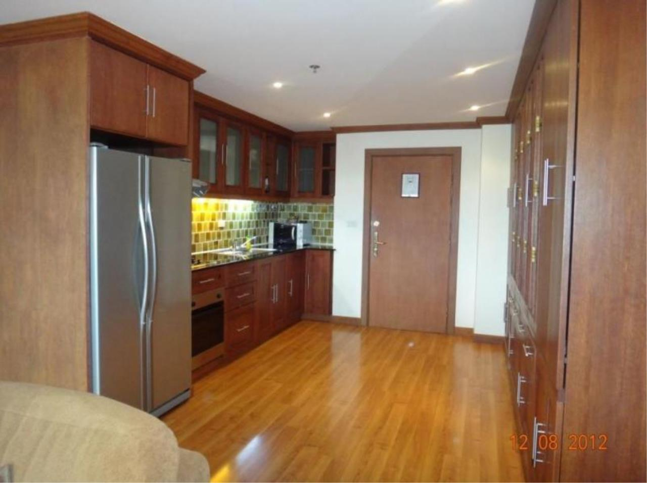 RE/MAX Town & Country Property Agency's Nice 2 bedroom condo for sale 5