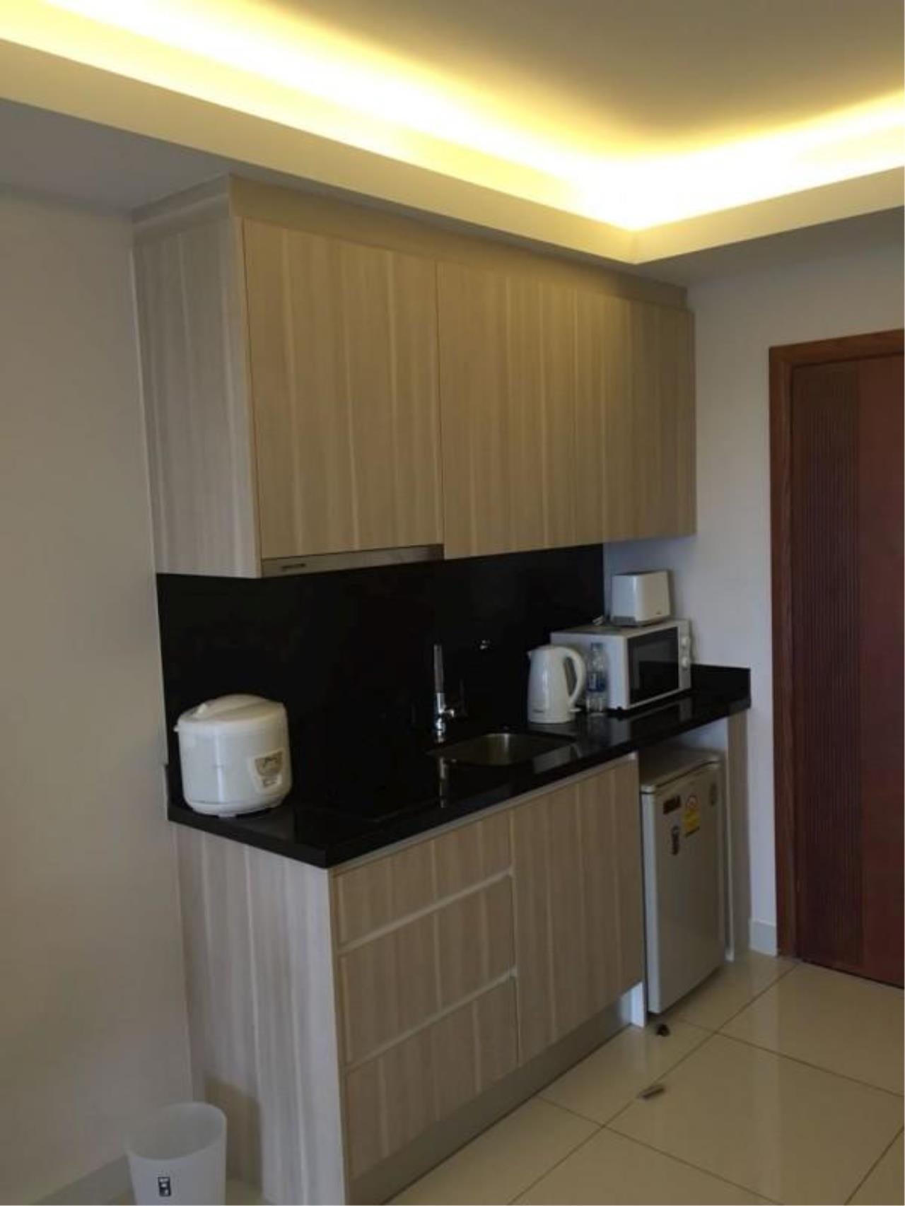 RE/MAX Town & Country Property Agency's 1 bedroom condo for sale or rent 4