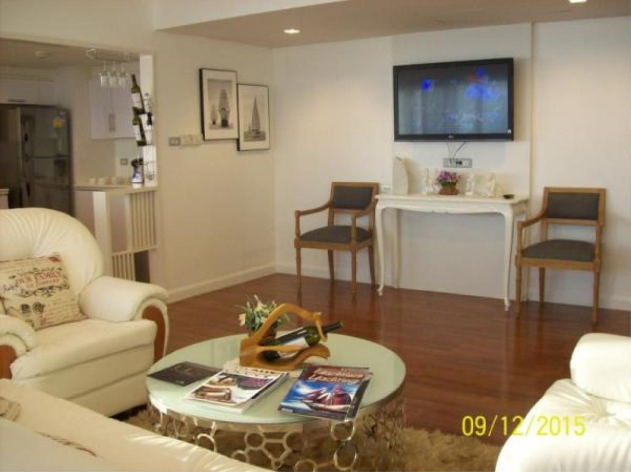 RE/MAX Town & Country Property Agency's Fantastic 3 bedroom condominium 3