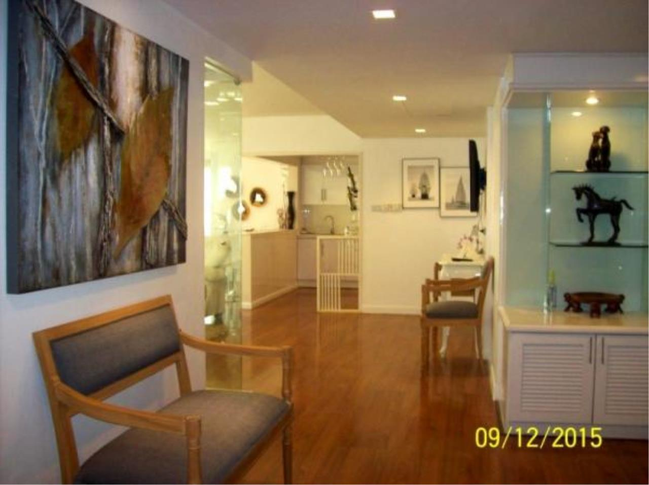 RE/MAX Town & Country Property Agency's Fantastic 3 bedroom condominium 4