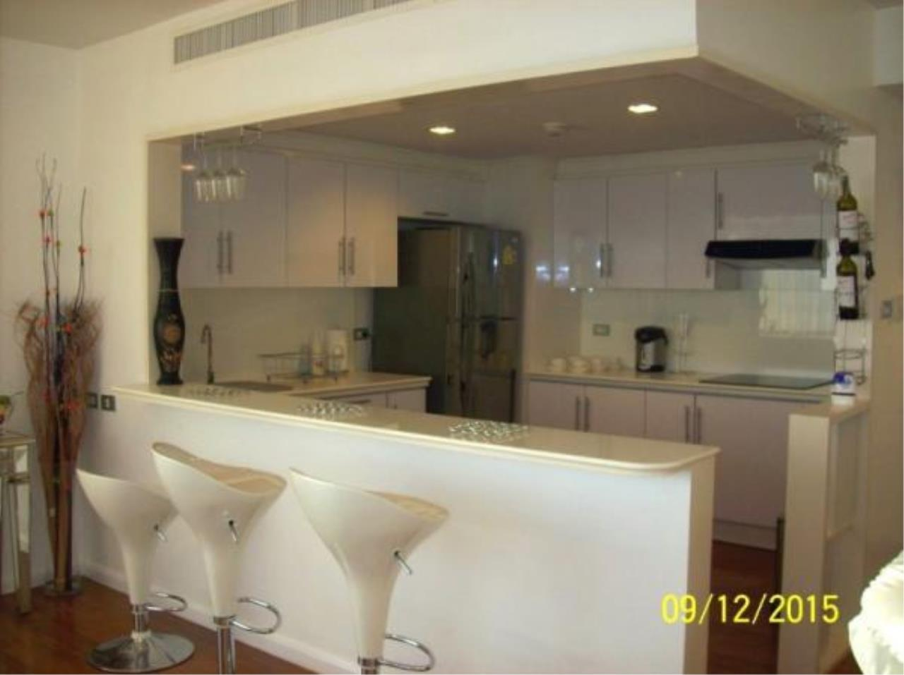 RE/MAX Town & Country Property Agency's Fantastic 3 bedroom condominium 6