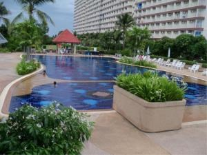 RE/MAX Town & Country Property Agency's Sea view condo for sale in Jomtien 11