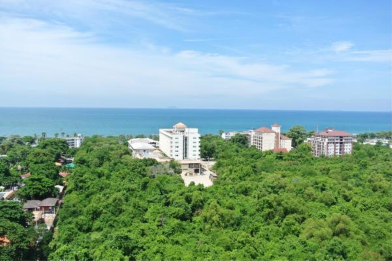RE/MAX Town & Country Property Agency's Nice and Beautiful Sea View Condo Room for sale 8