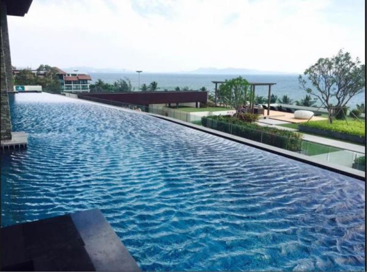 RE/MAX Town & Country Property Agency's Luxury Sea View apartment in Jomtien 2
