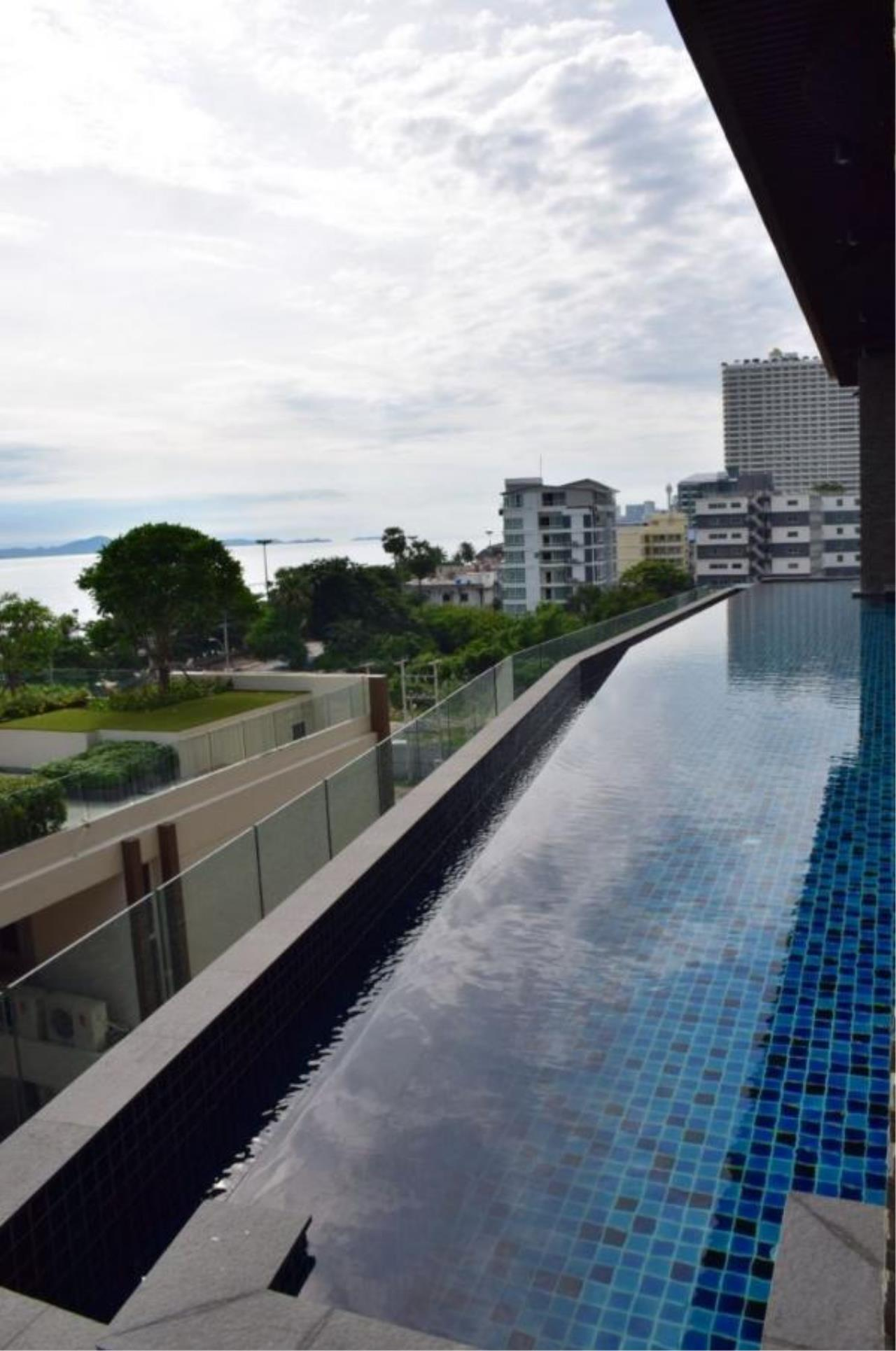 RE/MAX Town & Country Property Agency's Luxury Sea View apartment in Jomtien 3