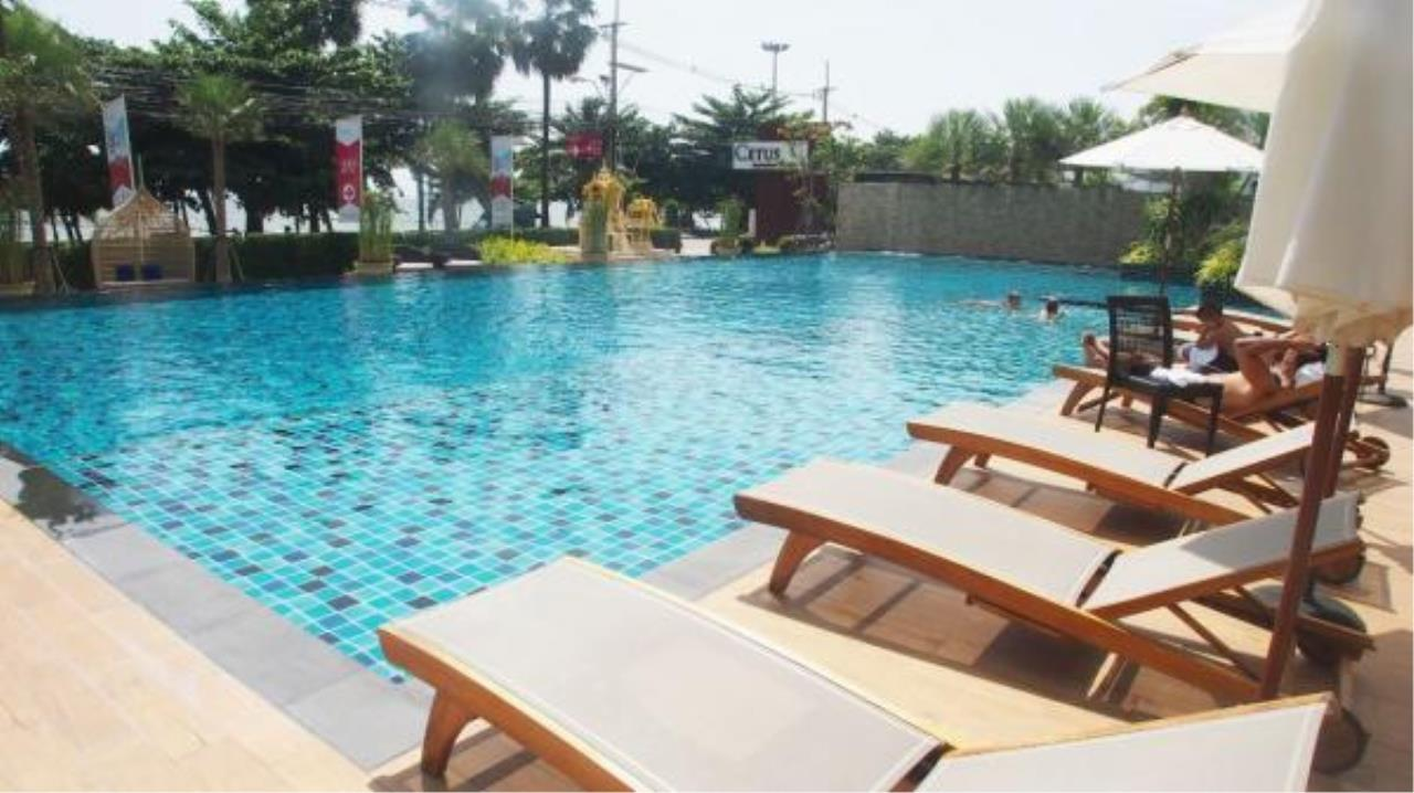 RE/MAX Town & Country Property Agency's Luxury Sea View apartment in Jomtien 4