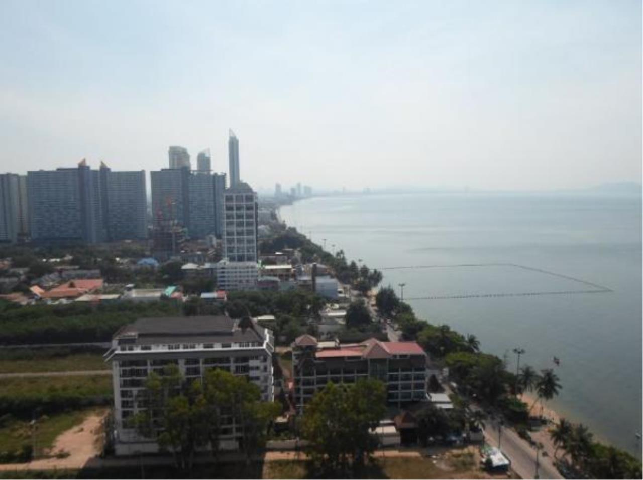 RE/MAX Town & Country Property Agency's Luxury Sea View apartment in Jomtien 6