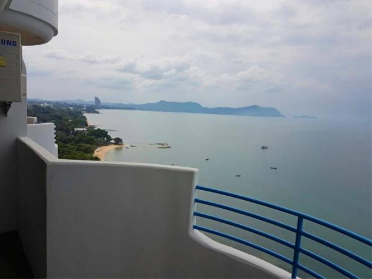 RE/MAX Town & Country Property Agency's Beachfront condo for sale 1