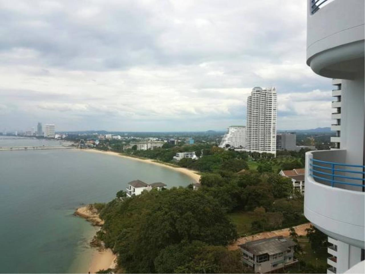 RE/MAX Town & Country Property Agency's Beachfront condo for sale 12
