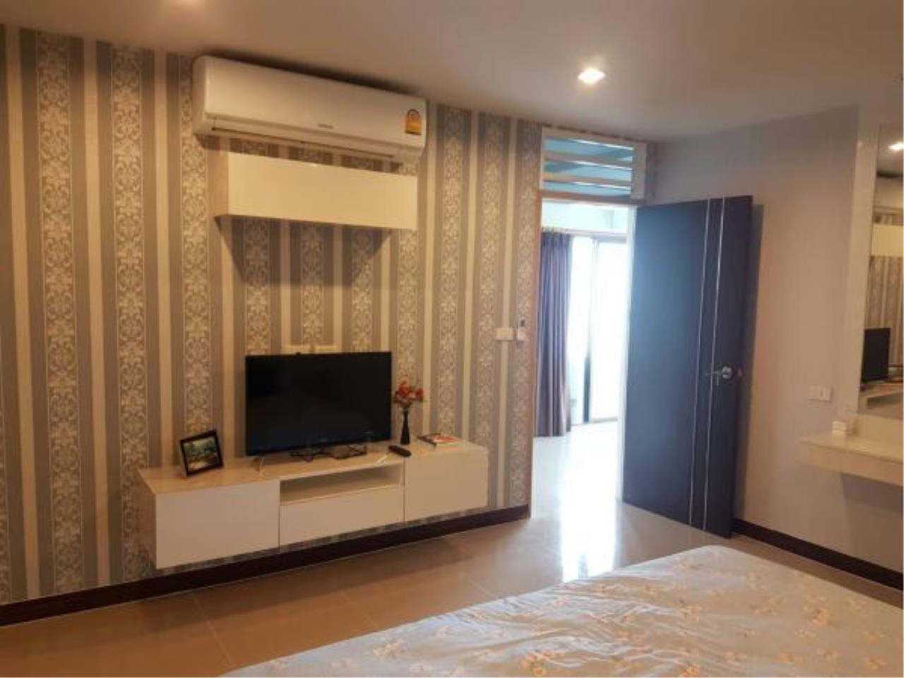 RE/MAX Town & Country Property Agency's Beachfront condo for sale 8