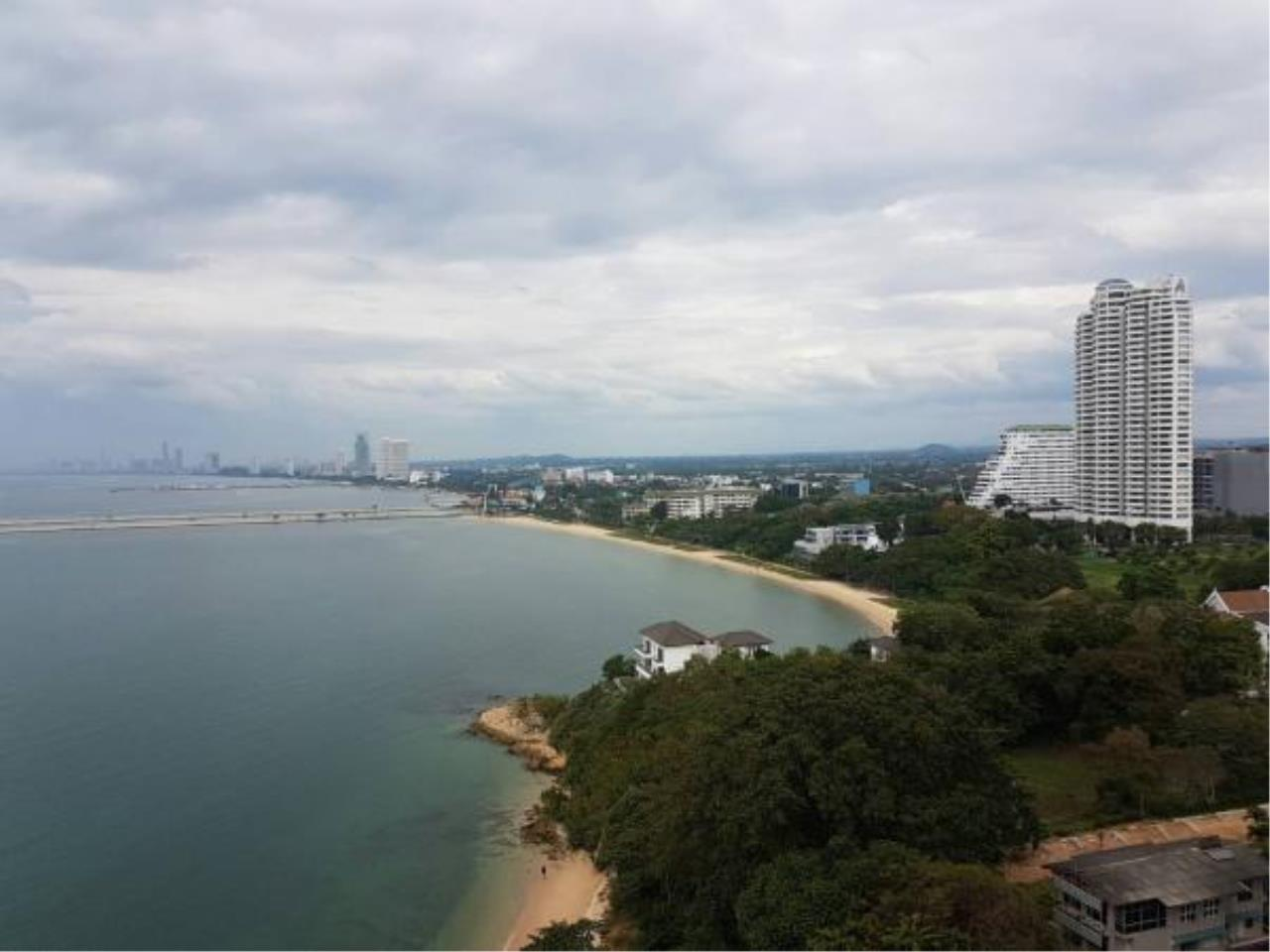 RE/MAX Town & Country Property Agency's Beachfront condo for sale 9