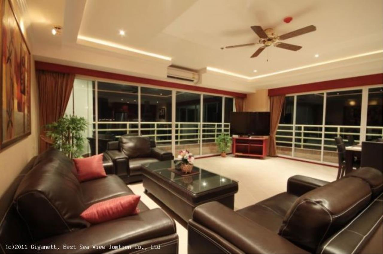 RE/MAX Town & Country Property Agency's Seaview Condo in Jomtien 5