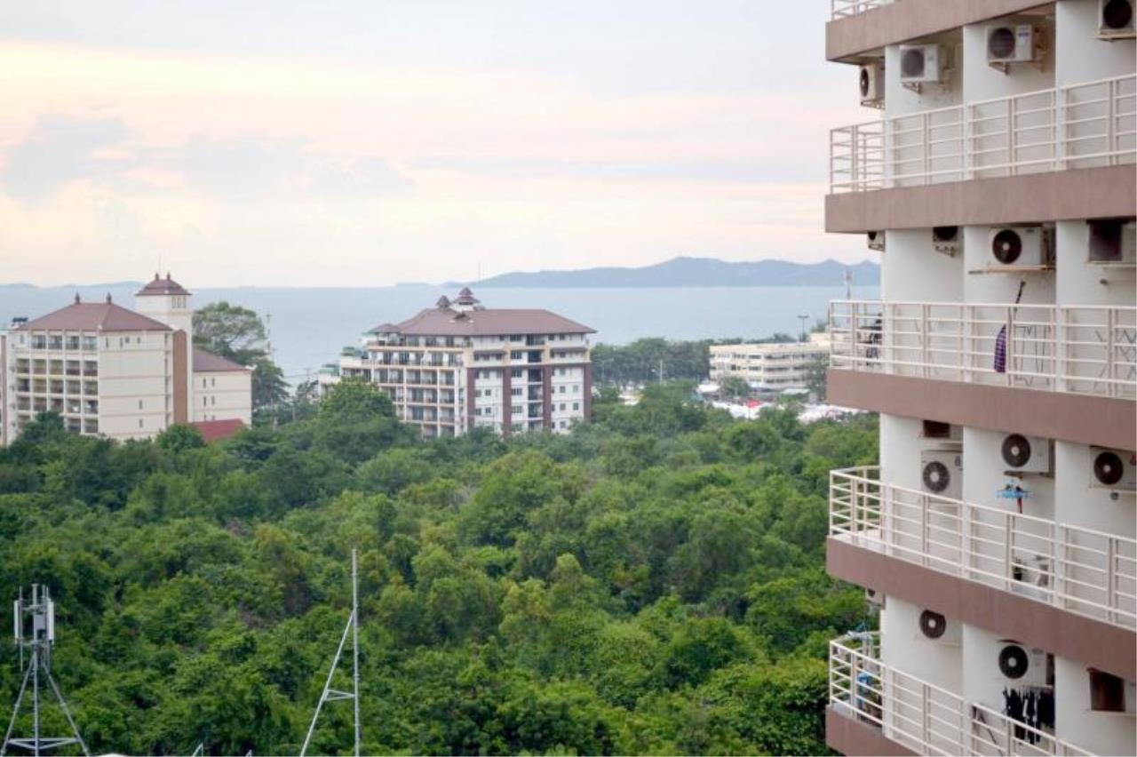 RE/MAX Town & Country Property Agency's Nice Condo near Jomtien beach 1