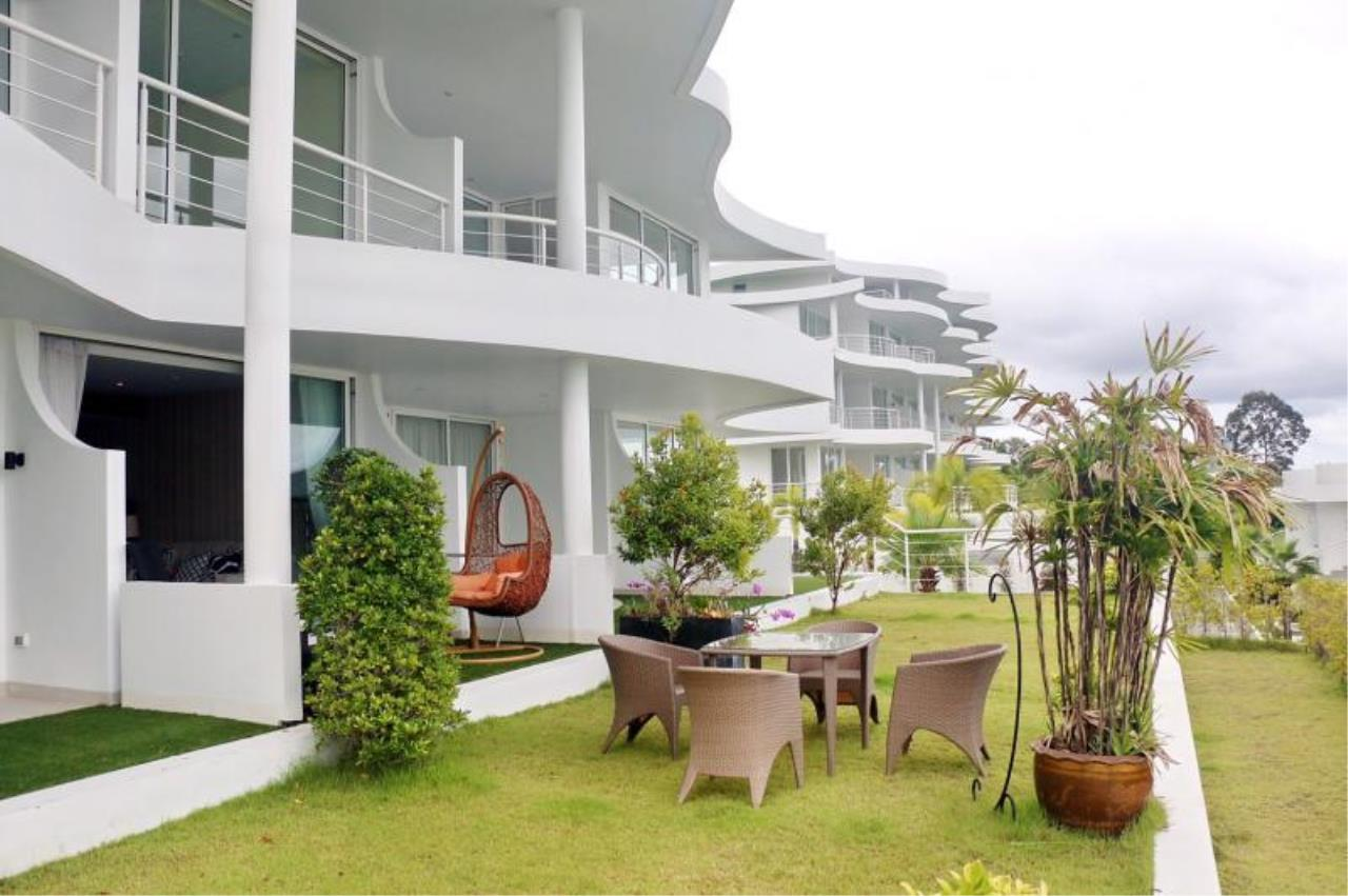 RE/MAX Town & Country Property Agency's Beach front condo in Na-Jomtien 2