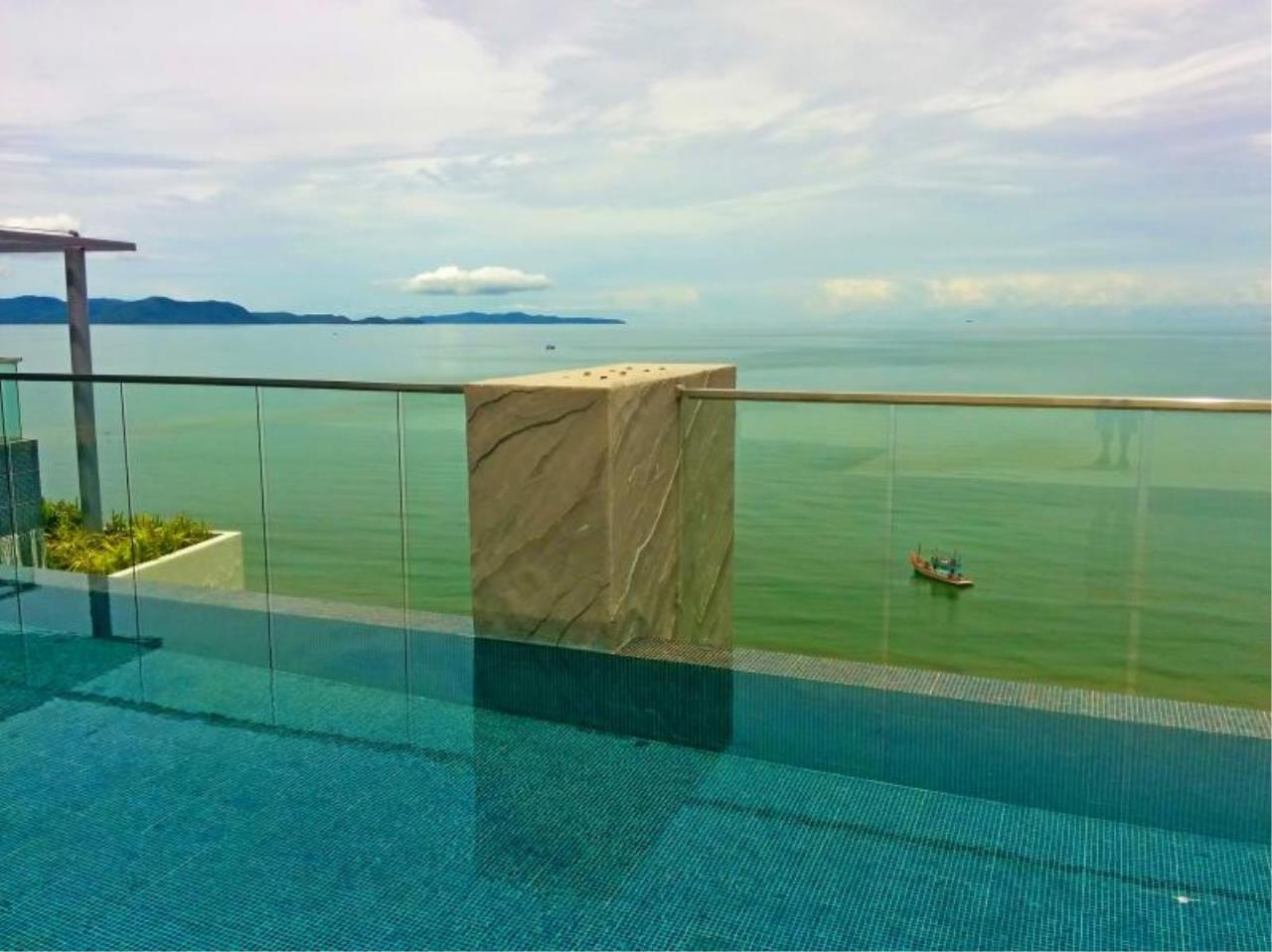RE/MAX Town & Country Property Agency's Beach front condo in Jomtien 12